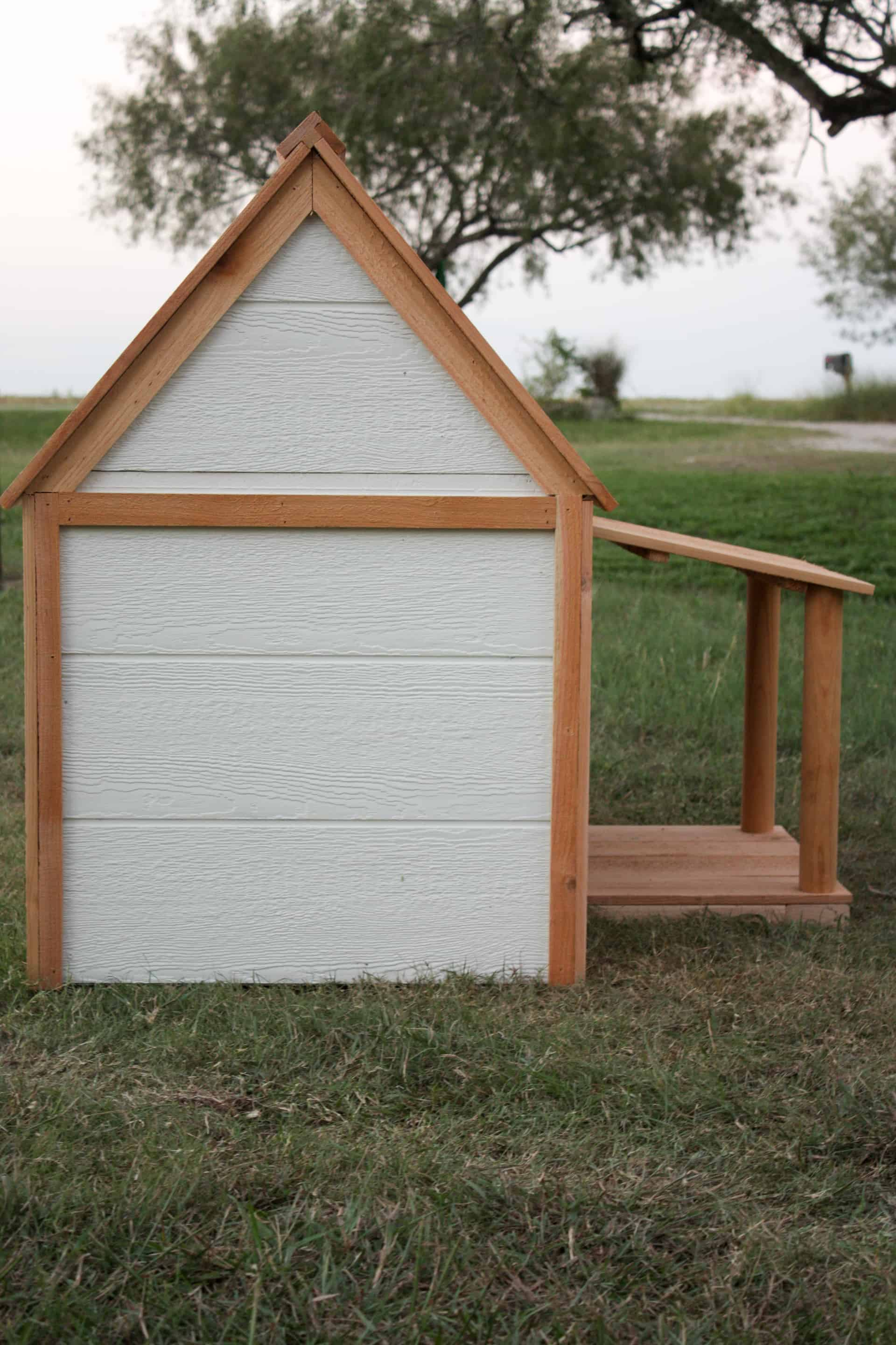 DIY Doghouse - side view of the doghouse