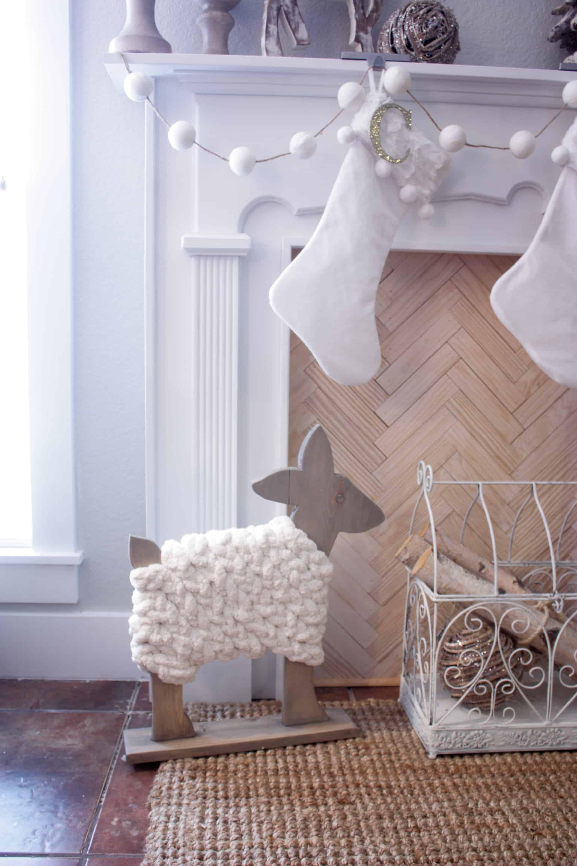 DIY Wood Deer Decor - Cute wooden deer wrapped in big yarn