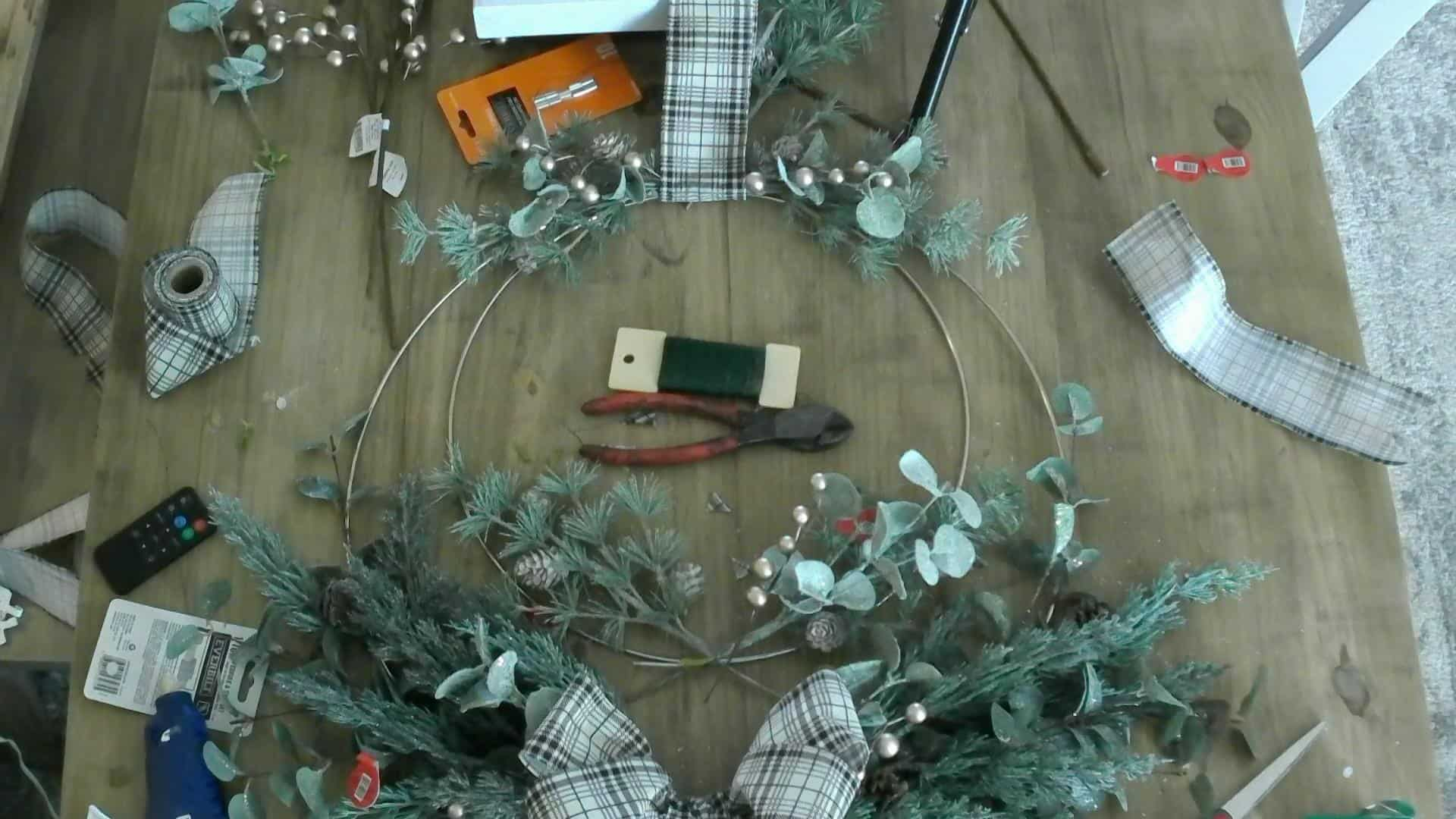 Making the DIY Christmas Wreath