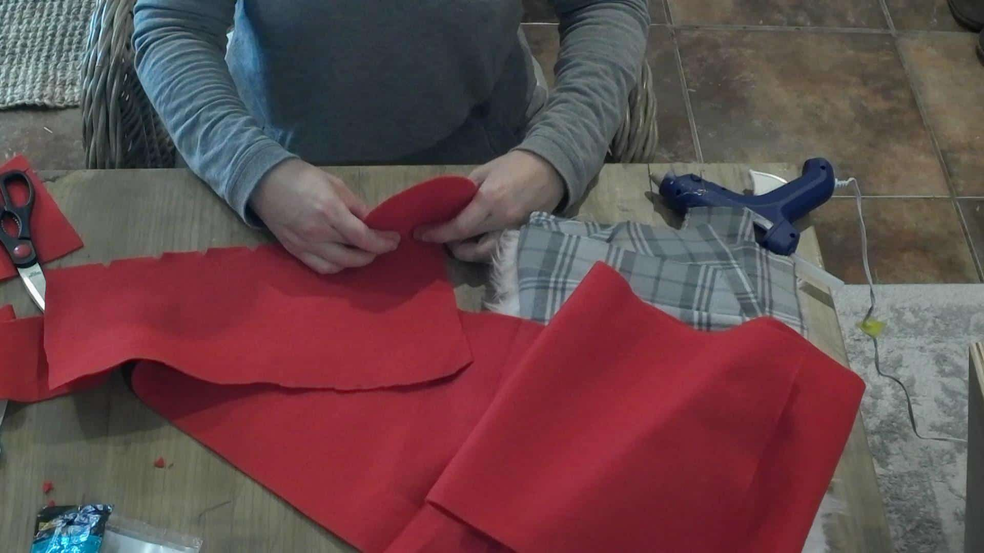 DIY Holiday Gnomes - cutting notches in the fabric