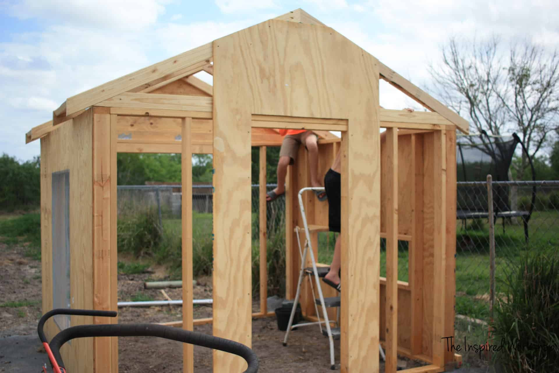 DIY chicken coop plans - free printable plans to build your own large chicken coop with run