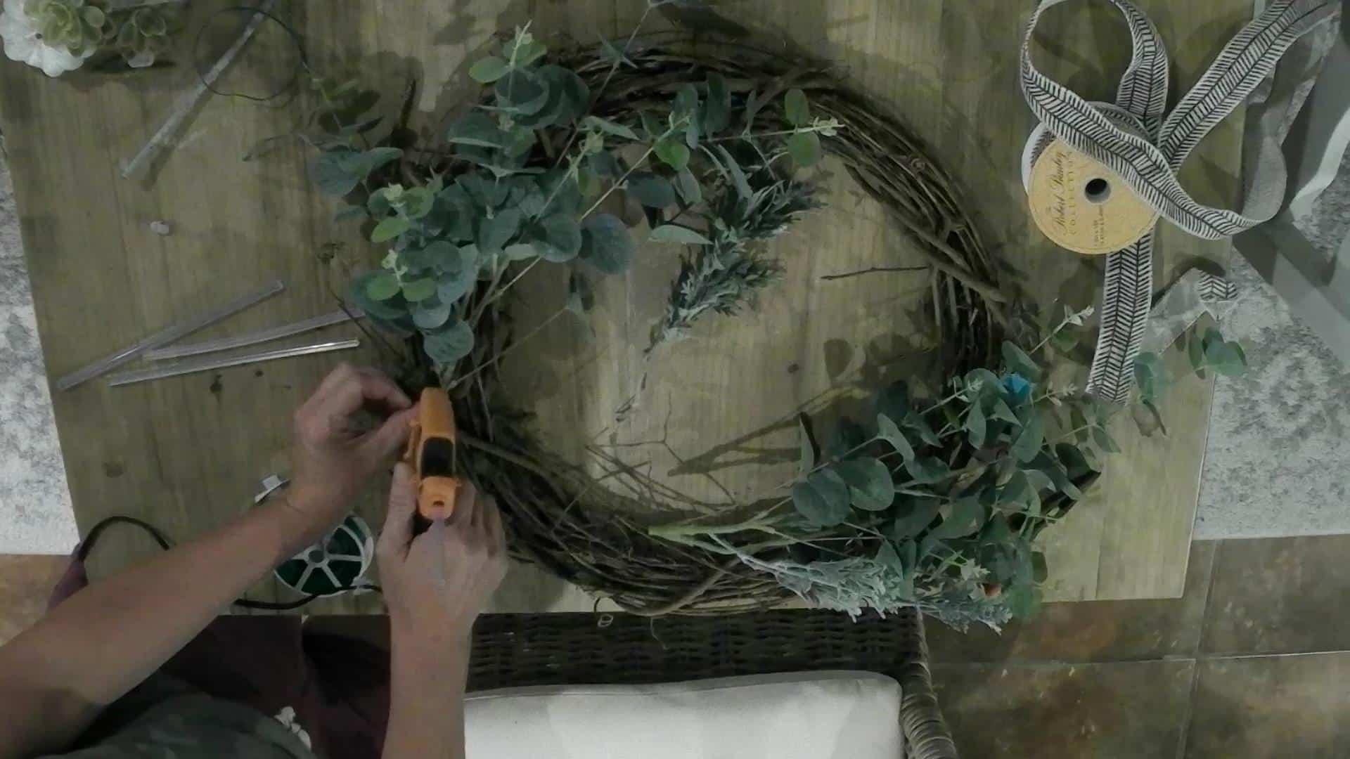 DIY Fall Wreath With Pumpkins