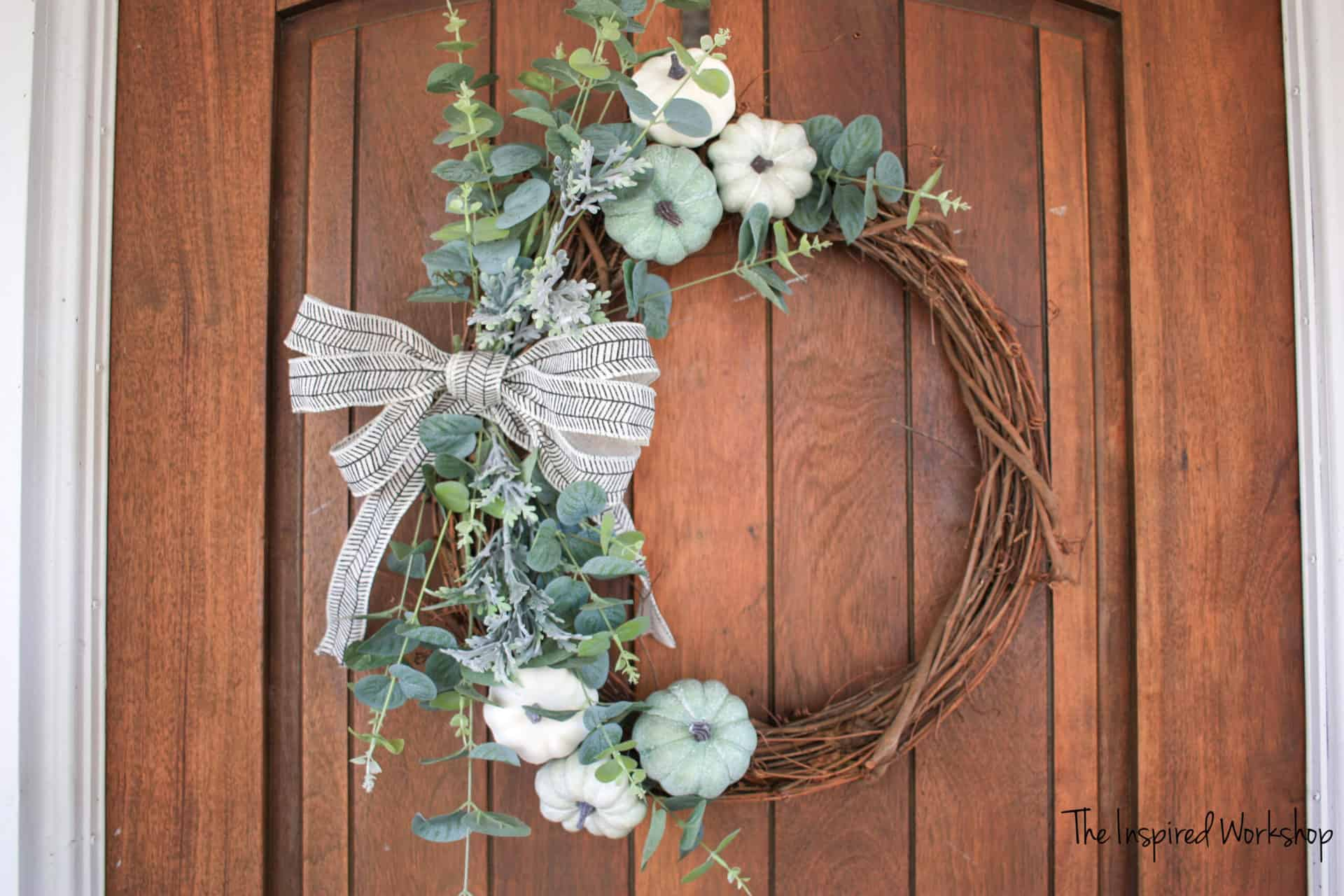 DIY Fall Wreath with neutral colors and pumpkins