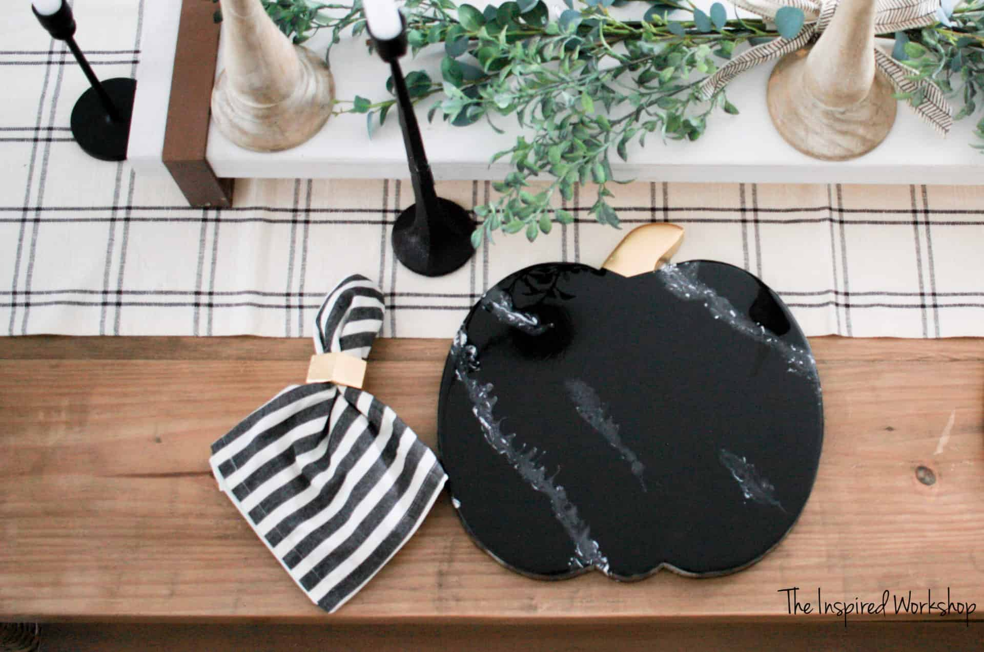 DIY Marble Epoxy Chargers