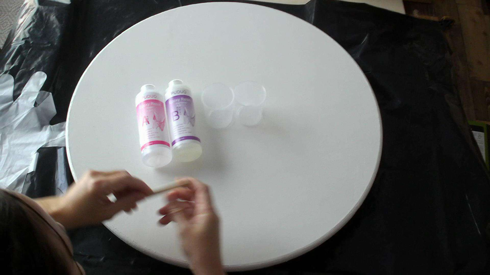 Pouring the epoxy marble top for the DIY round side table